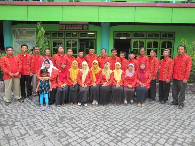 Para Dewan Guru MTs. Wachid Hasyim yang mampu dan siap membentuk karakter anak bangsa menuju generasi yang berkualitas